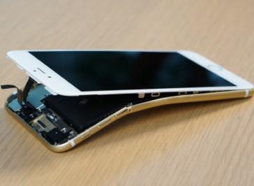 Apple iPhone 6 Plus Verbogenes Gehäuse richten