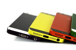 smartmod colorbox iPhone 5 Violett, Gelb, Orange, Grün liegend auf weißem Grund