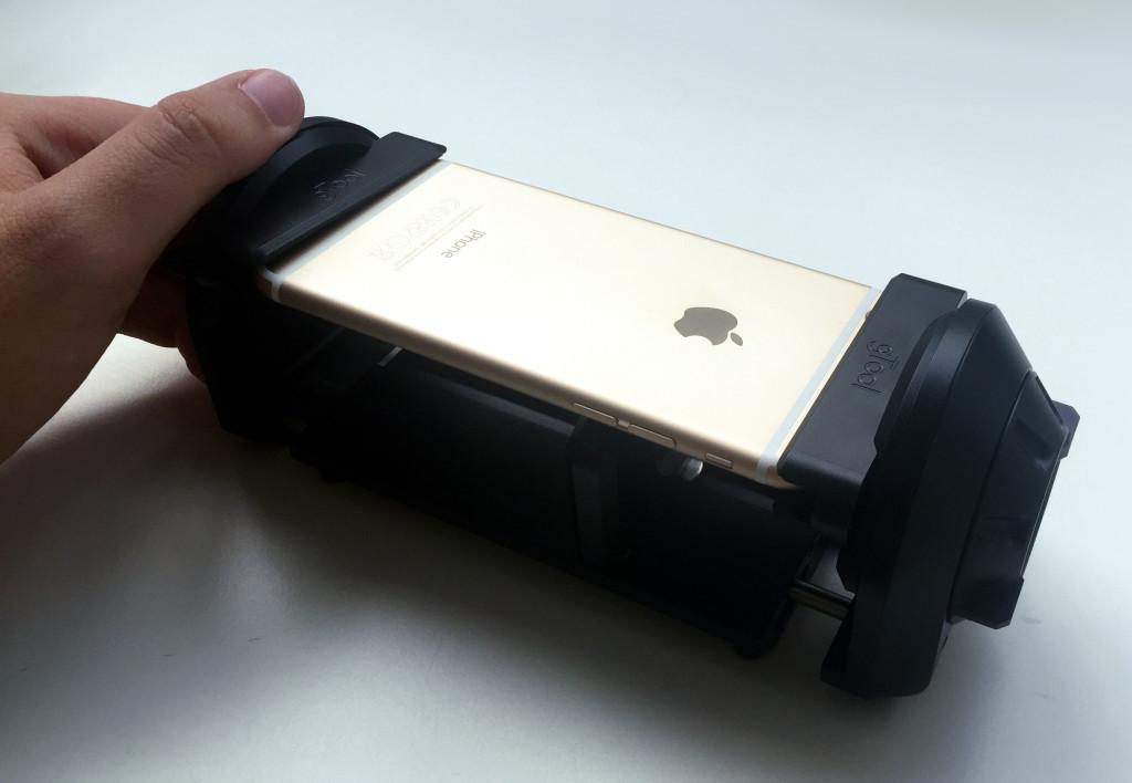 Richten eines verbogenen iPhone 6 mittels Spezialwerkzeug